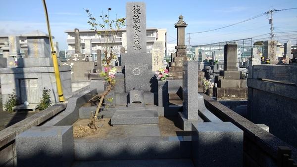 久留米市でお墓の剪定と草取りサムネイル