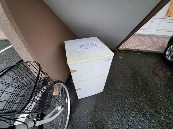 大雨のなか冷蔵庫回収:久留米市サムネイル